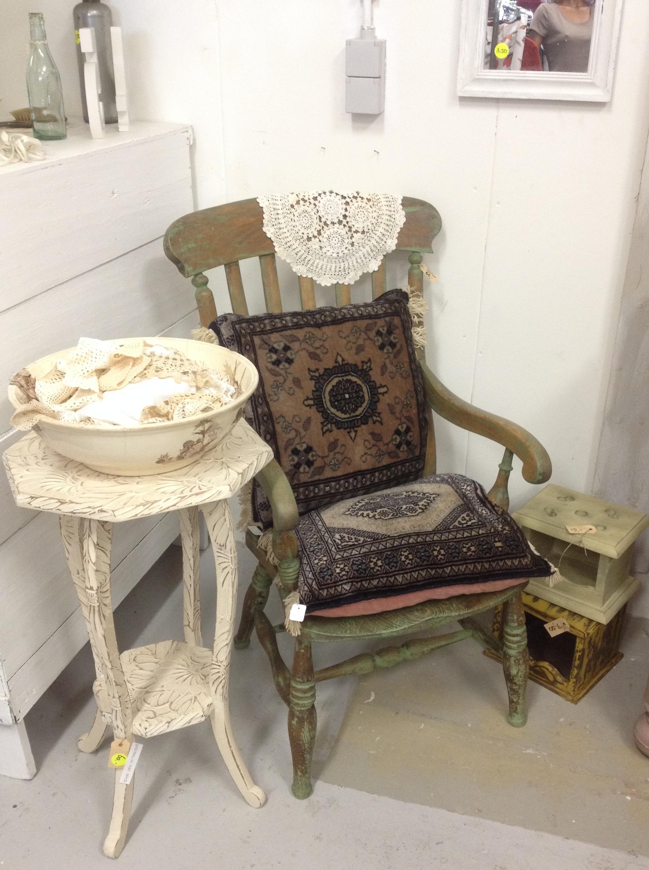 Brocante meubelen en andere accessoires bij ons te koop for Groene stoel