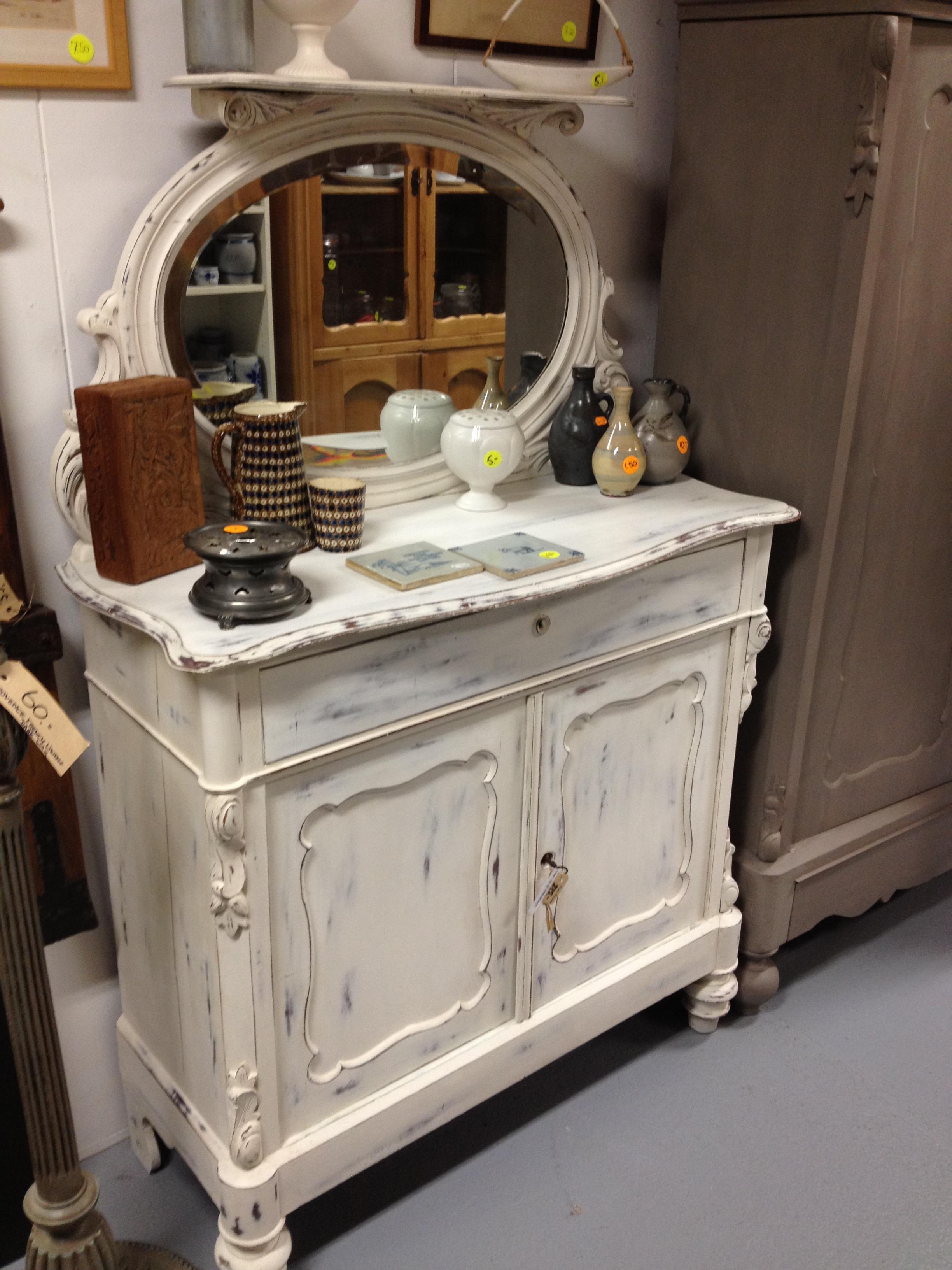 Brocante meubelen en andere accessoires bij ons te koop - Dressoir met spiegel ...